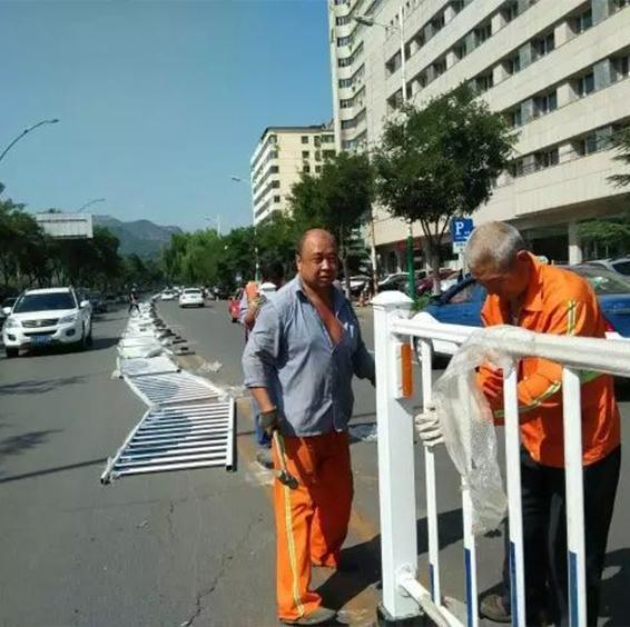 市政隔离护栏安装