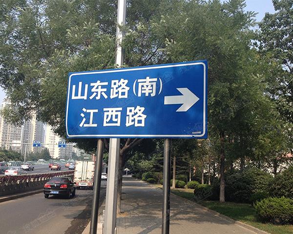 路口指引牌